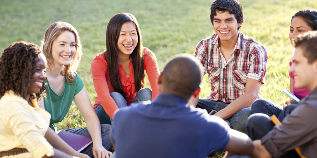 o-COLLEGE-STUDENTS-TALKING-facebook-1024x512